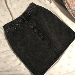 LEVI'S    Washed Black Denim Skirt